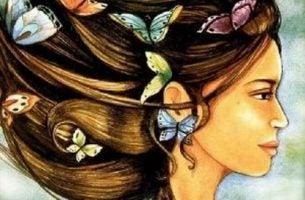 Kobieta z motylami we włosach