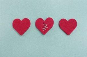 Niewierność - zszyte serce