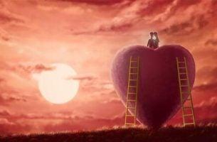 Miłość własna - para siedząca na dużym sercu.