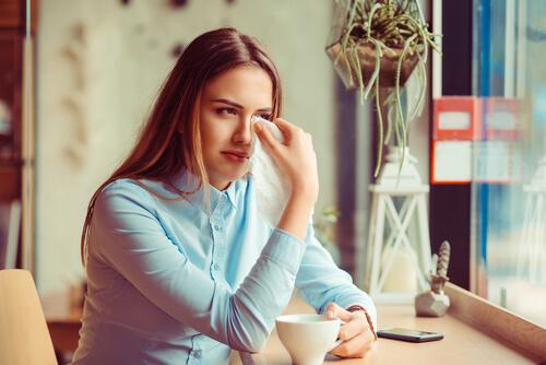 płacząca dziewczyna