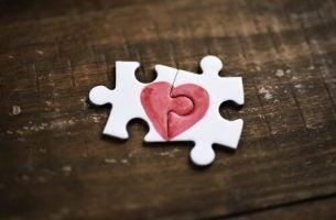 puzzle z sercem miłości własnej