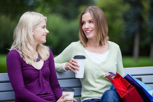 Rozmowa z nieznajomymi w parku