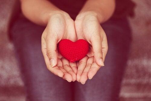 Komunikacja empatyczna: dawać z serca