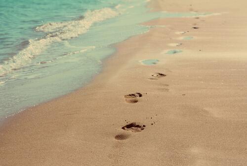 Ślady stóp na piasku