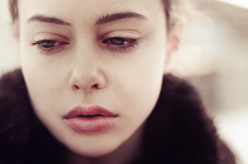 Smutna dziewczyna.