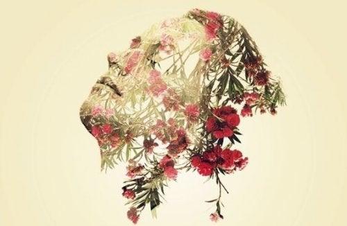 Kwiaty i twarz kobiety