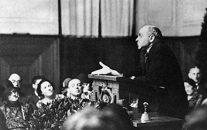 Alfred Adler daje wykład