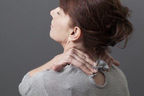 Ból szyi – jak sobie z nim poradzić domowymi sposobami?