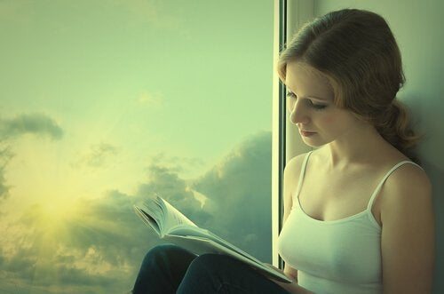 Czytająca kobieta