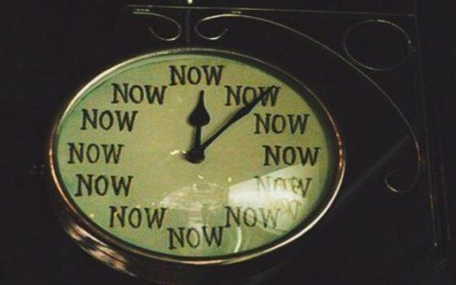 Dziwne emocje - zegarek wskazuje tylko teraz