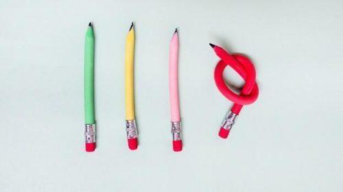 Introwersja o nasilonym niepokoju - trzy proste ołówki i jeden zawinięty