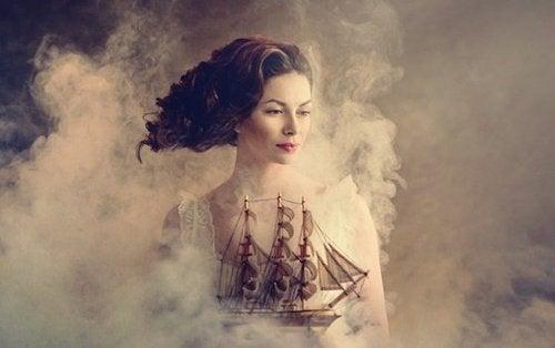 Kobieta trzyma statek