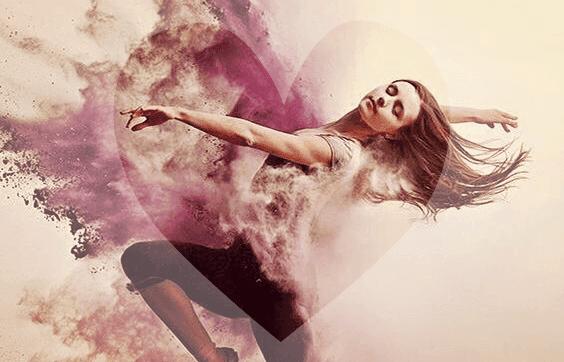 Kobieta tańczy