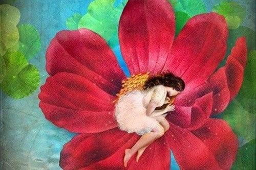 Kobieta w dużym, czerwonym kwiatku