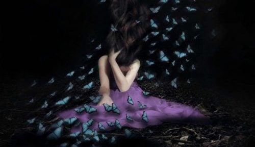 Kobieta w motylach