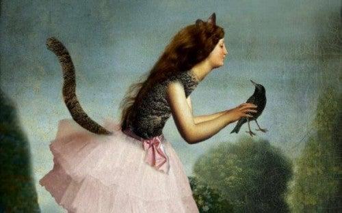 Kobieta z ogonem i ptakiem w ręku