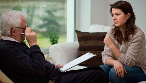 Kobieta z terapeutą