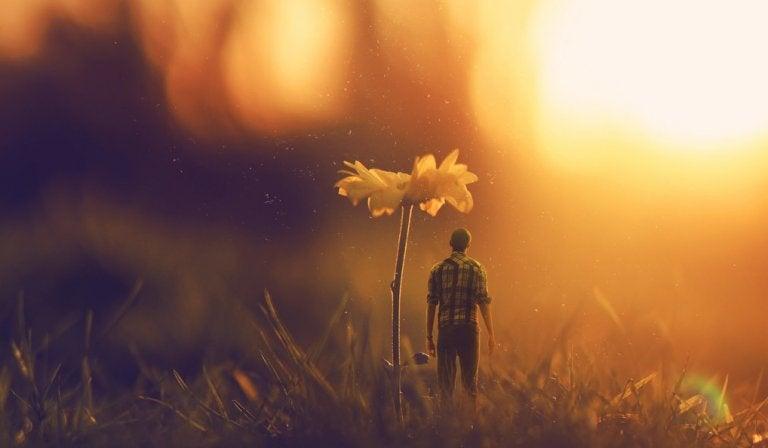 mężczyzna i kwiat