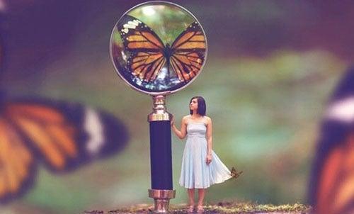 dziewczyna i motyl