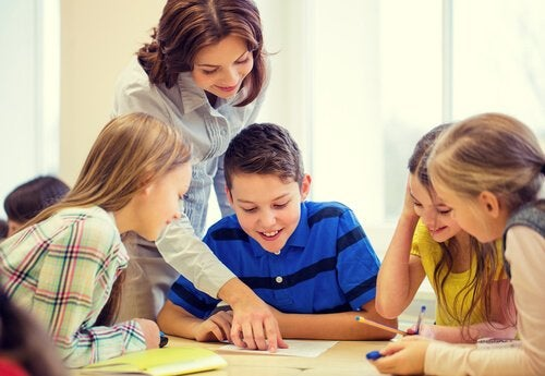 Dzieci z nauczycielką.