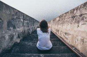Samotna kobieta - gdy męczy Cię rozmowa z ludźmi