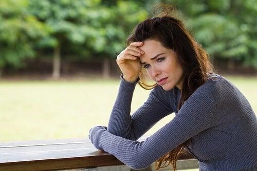 Problem psychiczny - smutna kobieta