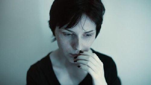 Wystraszona kobieta
