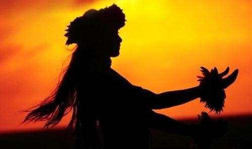 zachód słońca Hawajka tańczy