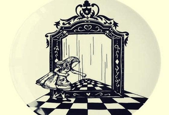 Alicja po drugiej stronie lustra.