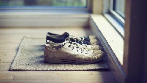 Buty na wycieraczce