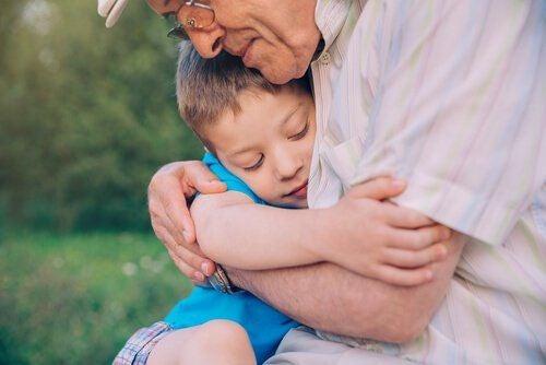 Dziadek z wnuczkiem