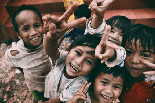 Śmiech dzieci adoptowanych.