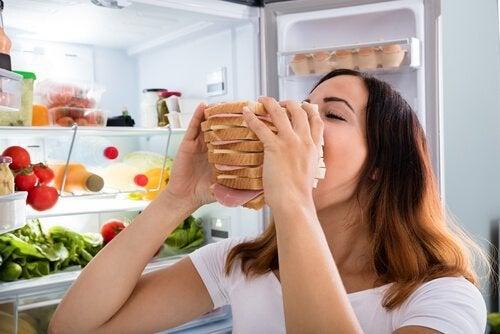 Głód emocjonalny - jak kontrolować napady głodu?