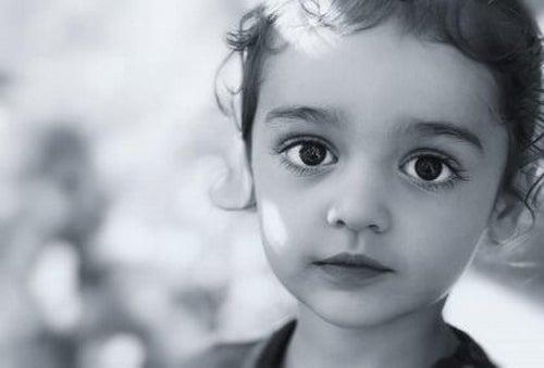 Posłuszne i ciche dziecko to nie zawsze szczęśliwe dziecko