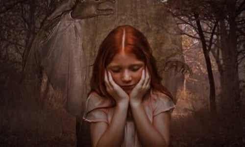 Córki narcystycznych matek: więź egoizmu i oziębłości