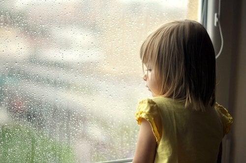 Dziewczynka i okno