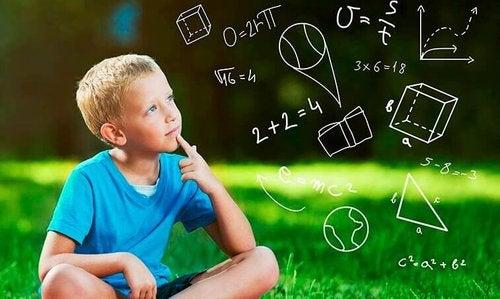 Intuicyjne teorie - kontra czego uczą szkoły