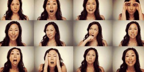 Kobieta pokazuje różne emocje