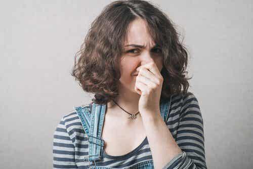 Nadwrażliwość węchowa (hiperosmia): definicja i przyczyny