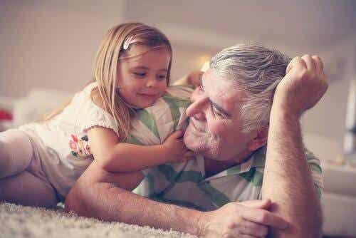 Korzyści z obecności dziadków w dzieciństwie