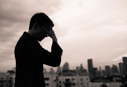 Mężczyzna - wyrażanie emocji