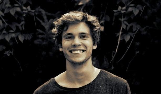 Uśmiechnięty mężczyzna - cytaty na dobry dzień
