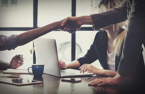 Dobry negocjator – jakimi cechami musi się charakteryzować?