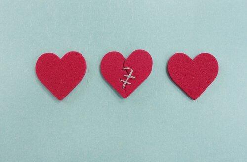Niewierność - trzy serca, jedno zaszyte