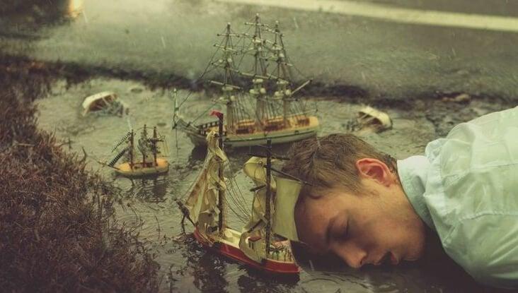 Mężczyzna śpi i marzy