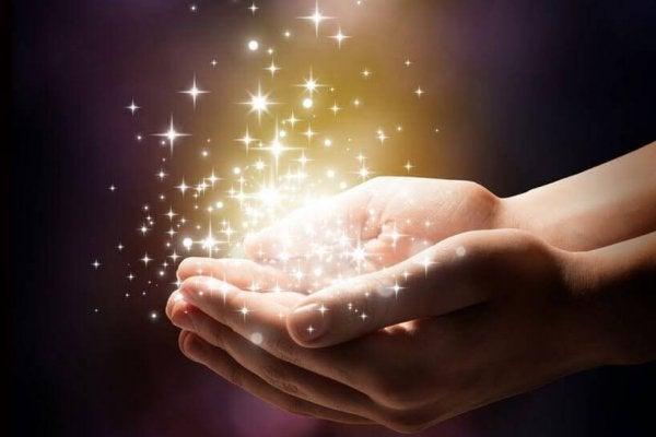 Światełka w dłoniach.