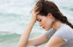 Upokorzenie - zmartwiona kobieta