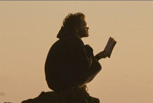 Chistopher czytający książkę