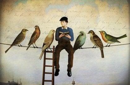 Człowiek siedzi na kablu telefonicznym i czyta cytaty Fernando Pessoa