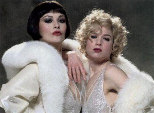 Dwie kobiety w scenie z filmu Chicago